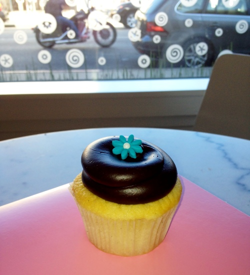 I keep hoping that one day i'll actually enjoy Georgetown Cupcakes since the store is so cute, but they are just so blah.
